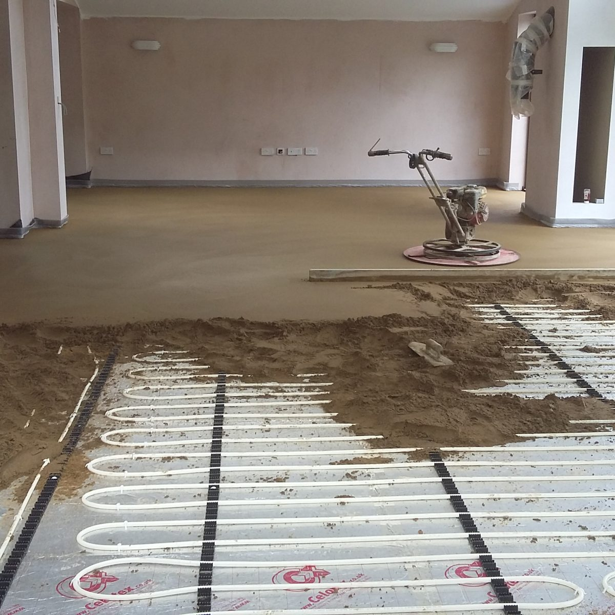 Reinforced Sand And Cement Screed With Fibres