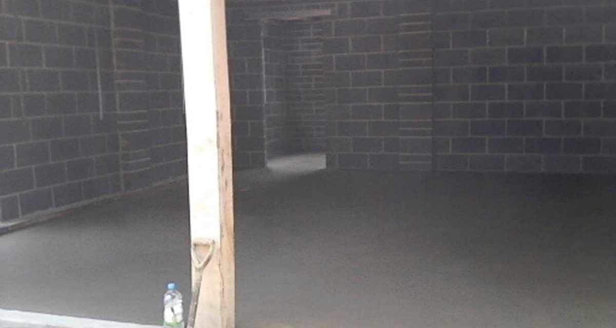 Heavy duty screed reinforced with wire mesh.